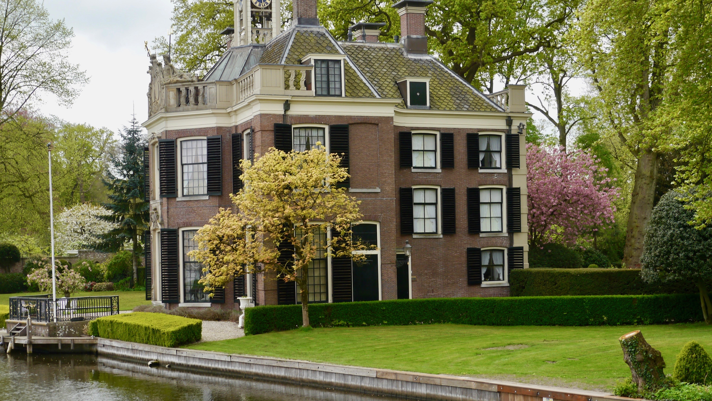 Rederij Loosdrecht De Porseleinhaven tegenover Boegspriet 11, 1231 HC Loosdrecht ook in uw navigatiesysteem te vinden als Oud-Loosdrechtsedijk 220, 1231 NG Loosdrecht (Wijdemeren)